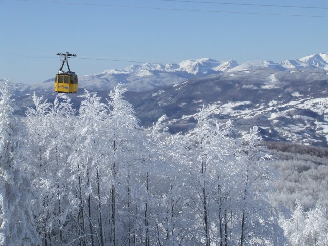 Sestola-ski-area-rolling-hills-with-snow-2