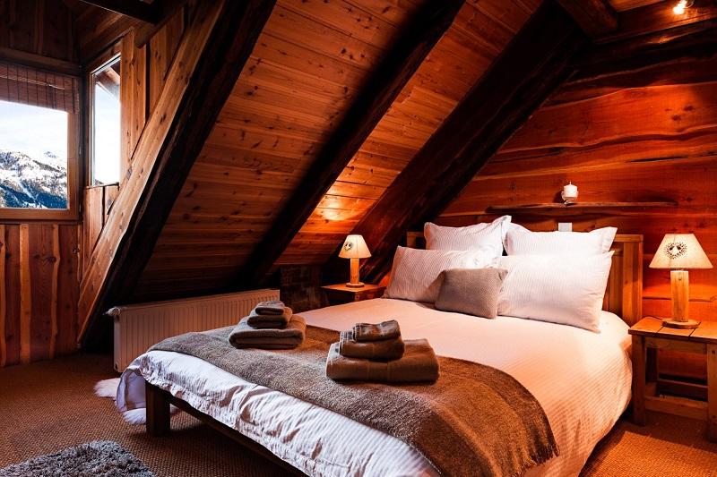 Chez Bear bedroom chalet